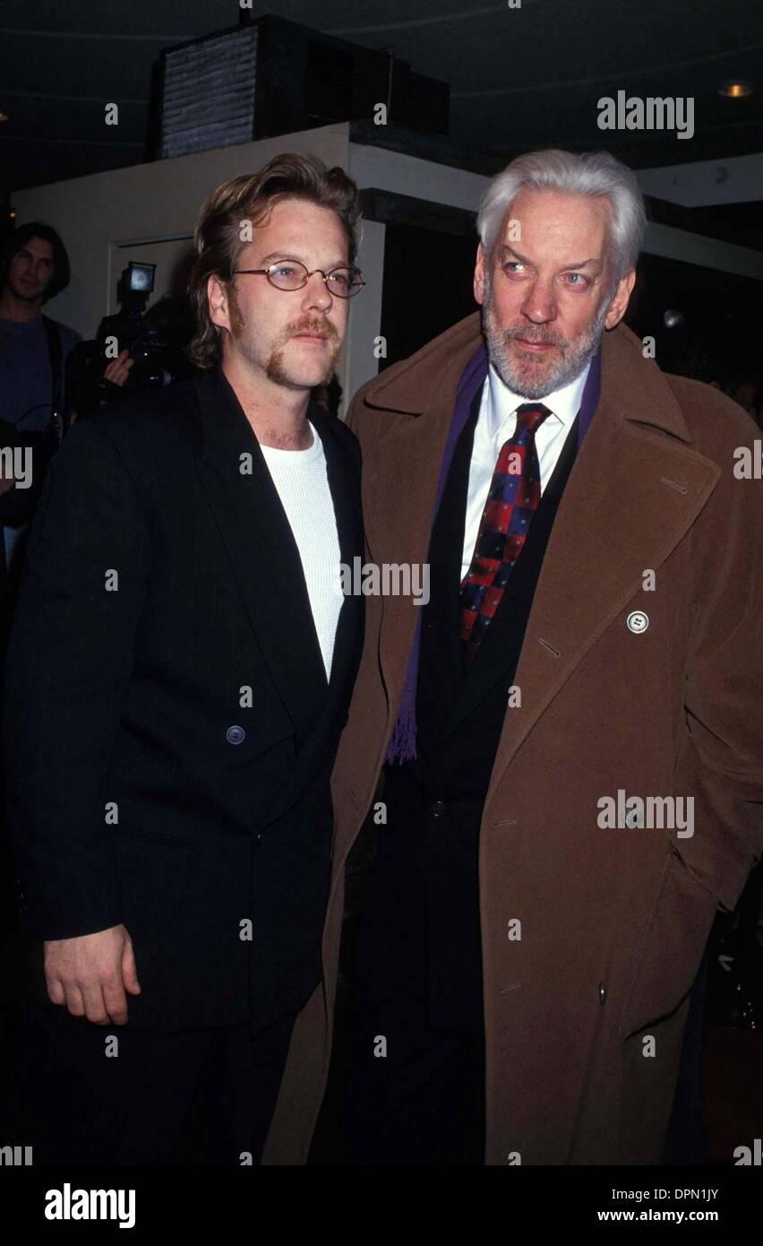 ¿Cuánto mide Donald Sutherland? Marzo-21-2006-kiefer-sutherland-y-padre-donald-sutherland-1995-lisa-rose-fotos-credito-imagen-globe-photos-zumapress-com-dpn1jy