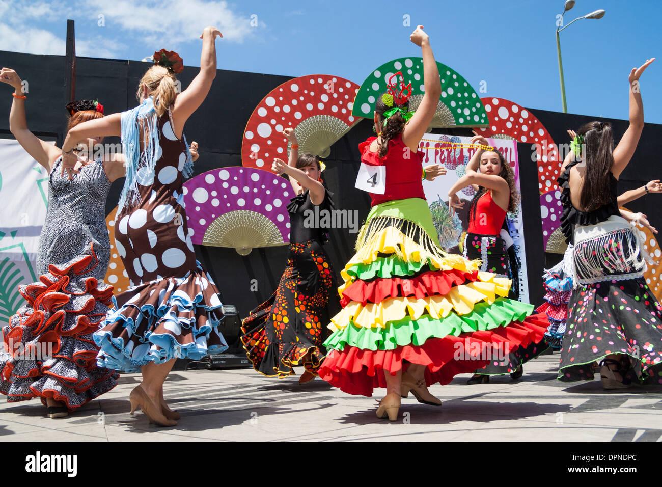 Bailarines de flamenco en la Feria de Abril semana flamenca en Las Palmas, Gran Canaria, Islas Canarias, España Foto de stock