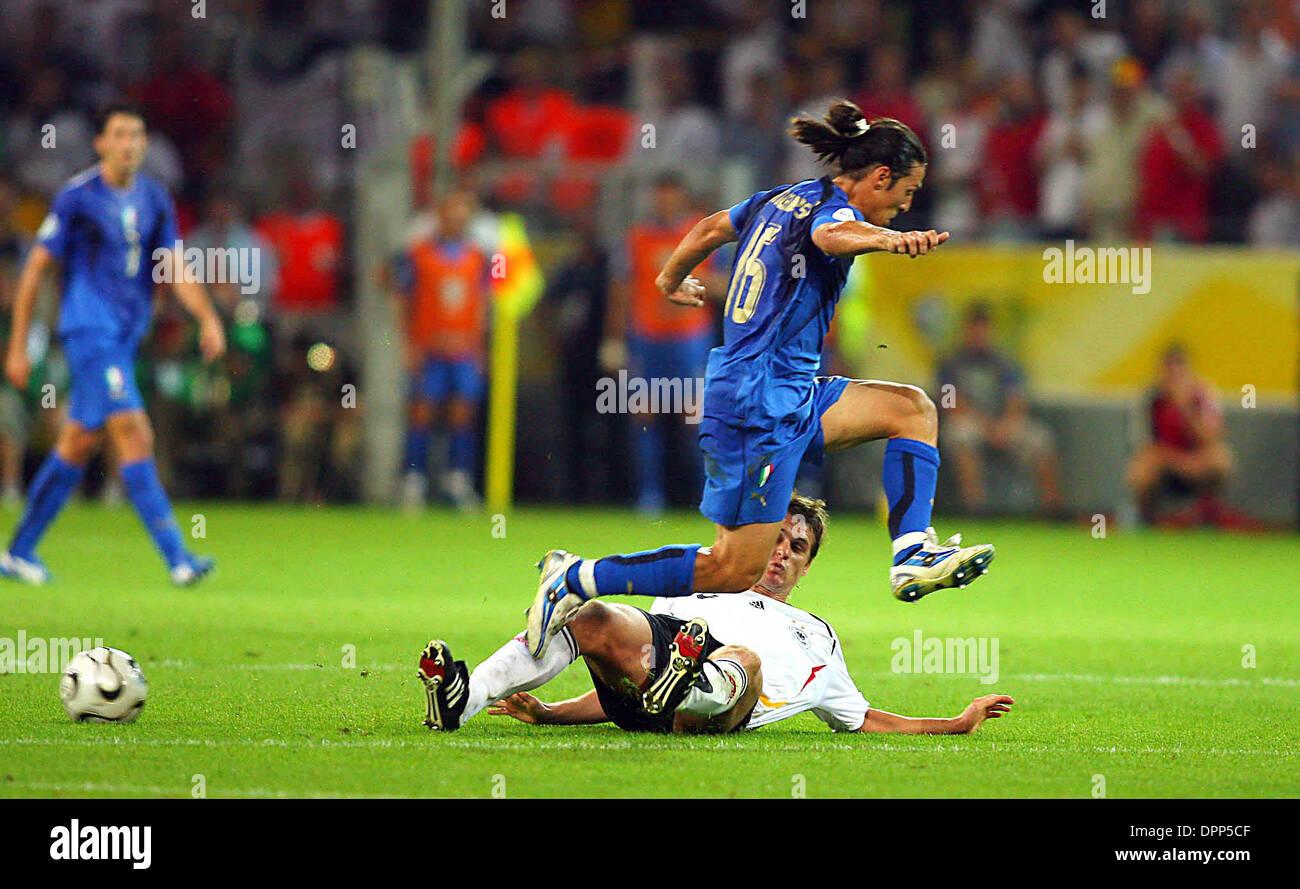 Julio 4, 2006 - Dortmund, Alemania - Sebastian Kehl & Mauro Camoranesi.CHALENGE.Alemania contra Italia..Sebastian Foto de stock