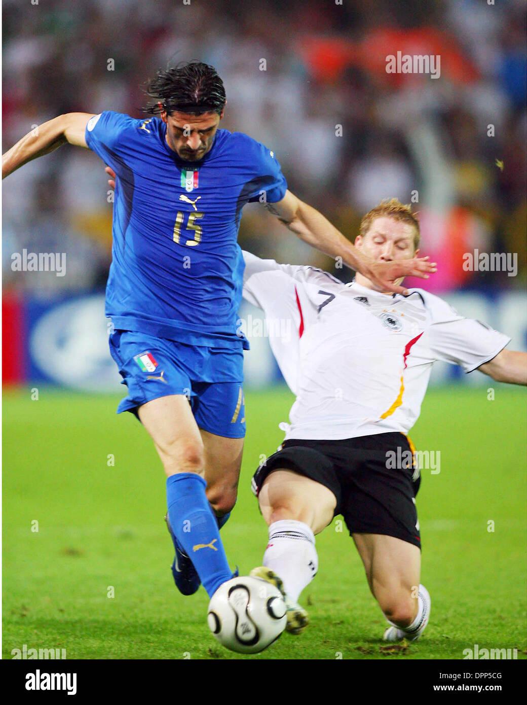 Julio 4, 2006 - Dortmund, Alemania - BASTIAN SCHWEINSTEIGER & VINCENZO IAQUINTA.challenge.Alemania contra Italia..SCHWEINSTEIGER Foto de stock