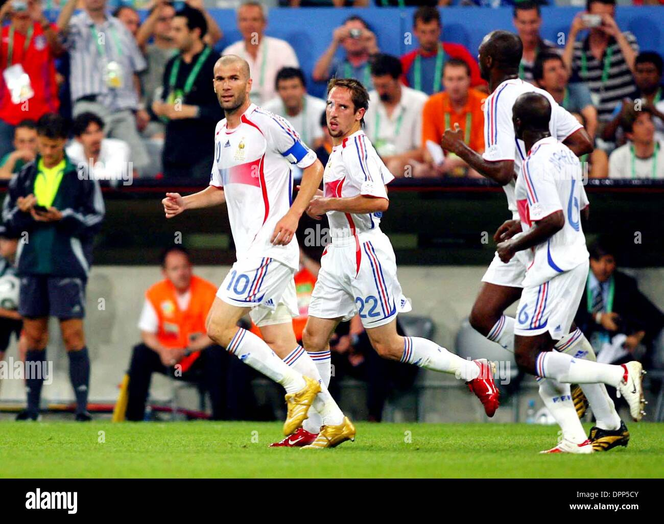 Julio 5, 2006 - Allianz Arena, en Munich, Alemania - K48510.World Cup Soccer, .PORTUGAL CONTRA FRANCIA..El estadio Foto de stock