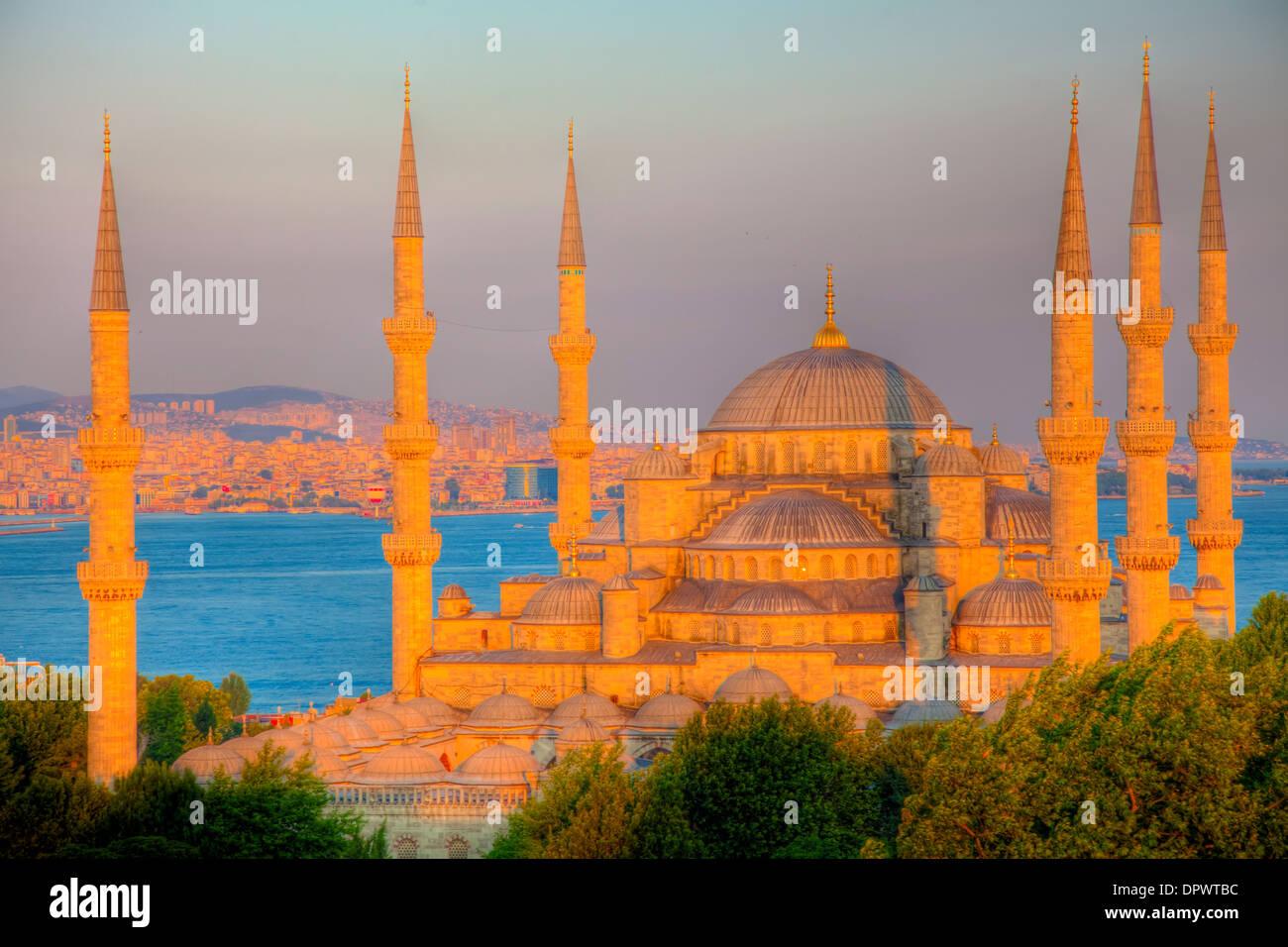 La Mezquita Azul de Estambul, Turquía, construido 1609, Mar Negro cerca del Bósforo, Patrimonio de la Humanidad Imagen De Stock