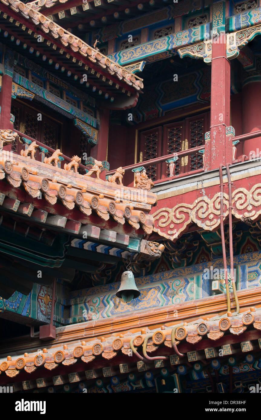 Detalles en el techo también conocido como Templo de Yonghe Lamasterio Yonghe o simplemente el Templo Lama de Pekín, Foto de stock