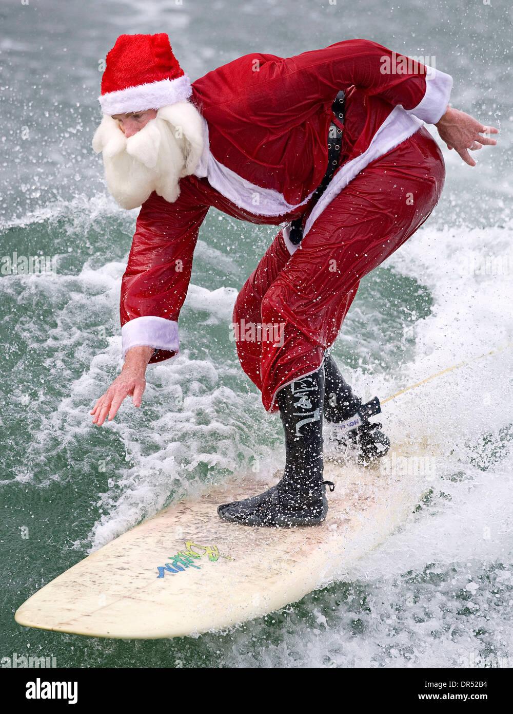 Dec 17, 2008 - en Pismo Beach, California, EE.UU. - SANTA CLAUS se va de vacaciones en la Costa Central de California Foto de stock