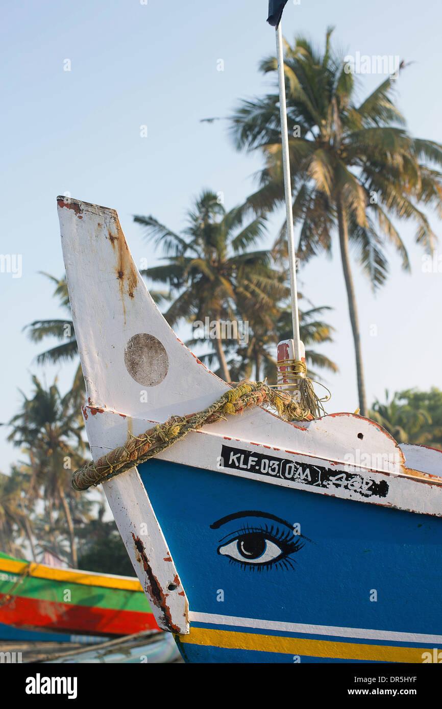 Coloridos botes de pesca India Foto de stock