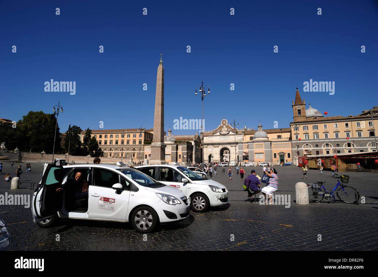 Italia, Roma, Piazza del Popolo, taxi Imagen De Stock