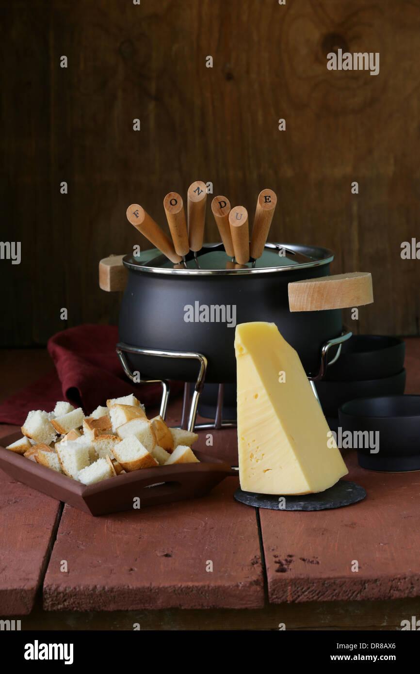 8b89ec5b1 Conjunto especial de utensilios para cocinar fondue Foto   Imagen De ...