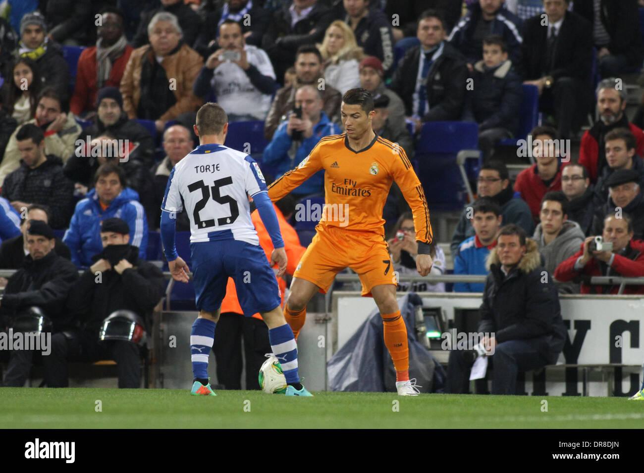 Barcelona, España. 21 ene, 2014. Cristiano Ronaldo controla el balón ...