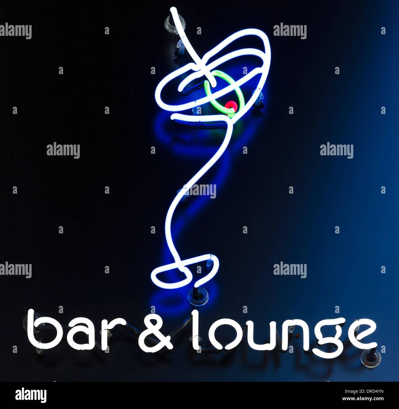 Signo de un bar y un salón en el centro de la ciudad de Seattle, Washington, EE.UU. Imagen De Stock