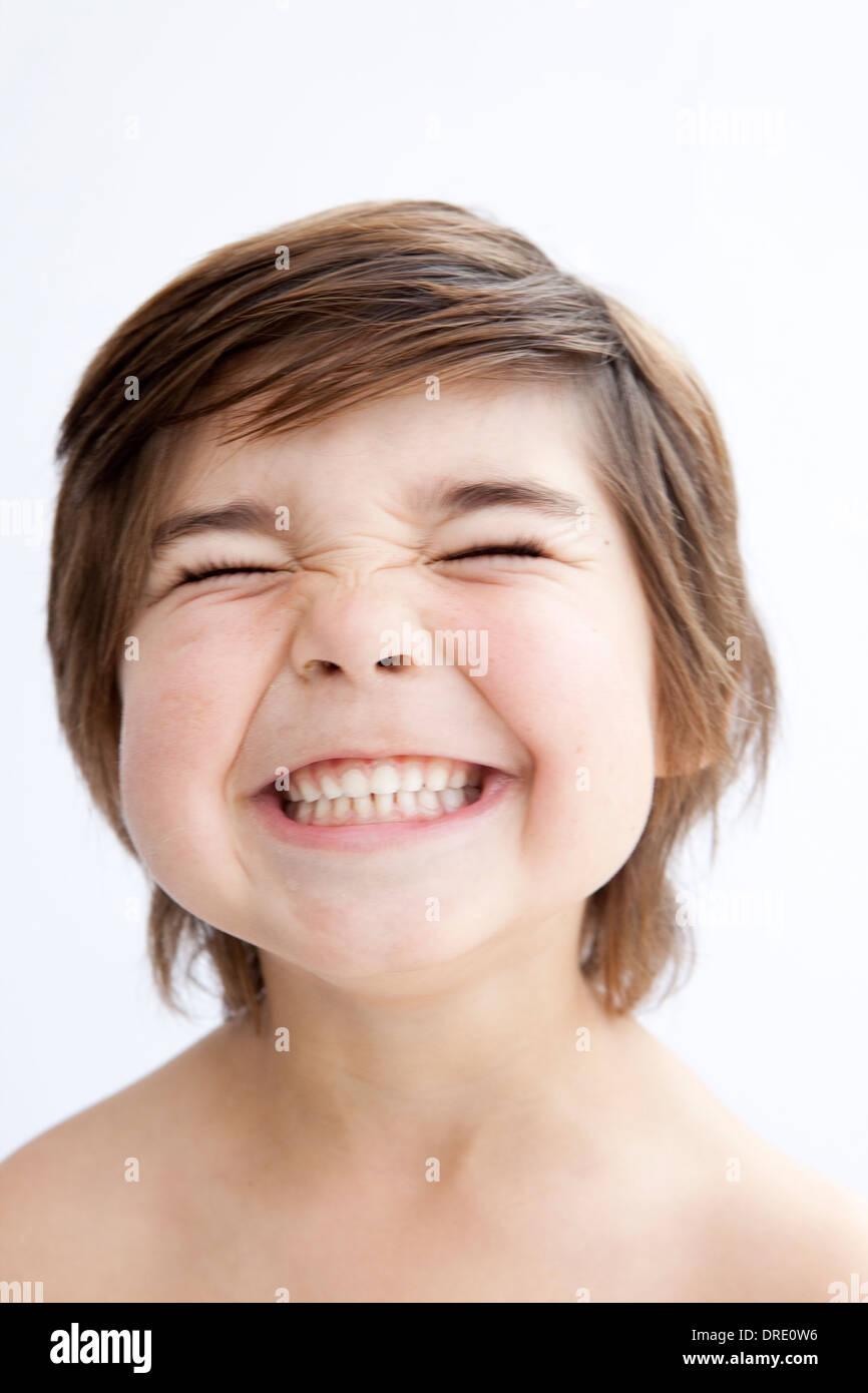 Retrato de un sonriente niño Imagen De Stock