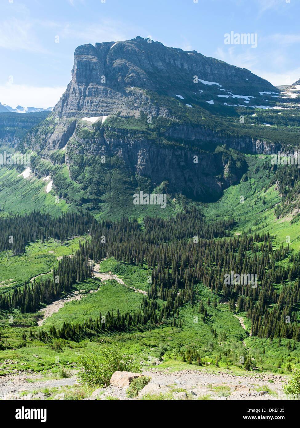 """Deslizadera pesada Montaña, visto desde """"va-a-la-sol' carretera construida (1921-1932), el parque nacional de Glacier, Montana, EE.UU. Imagen De Stock"""