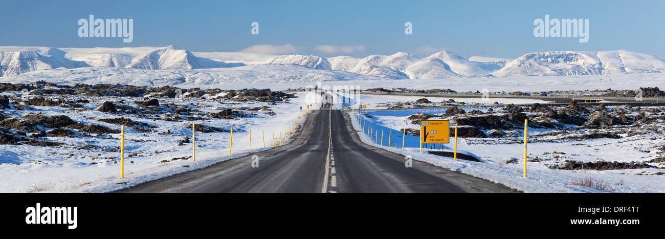 Escena de carretera, Islandia, la Región Polar Imagen De Stock