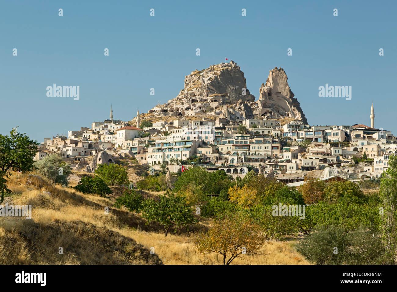 Castillo y pueblo de Uchisar, Cappadocia, Turquía Foto de stock
