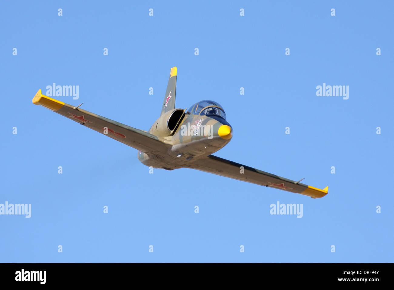 Aero Vodochody L-39 Albatros en vuelo durante una clase de chorro caliente la pista como parte del campeonato nacional 2010 Reno carreras aéreas. Foto de stock