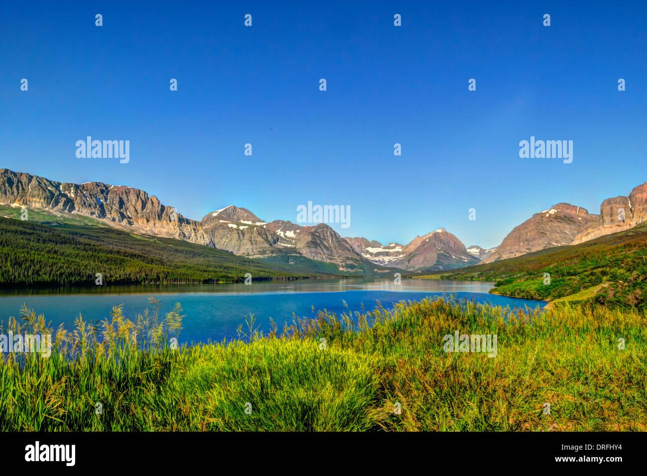 Pintorescas vistas a la montaña, muchos Glaciares de Montana Parque Nacional de EE.UU. Imagen De Stock