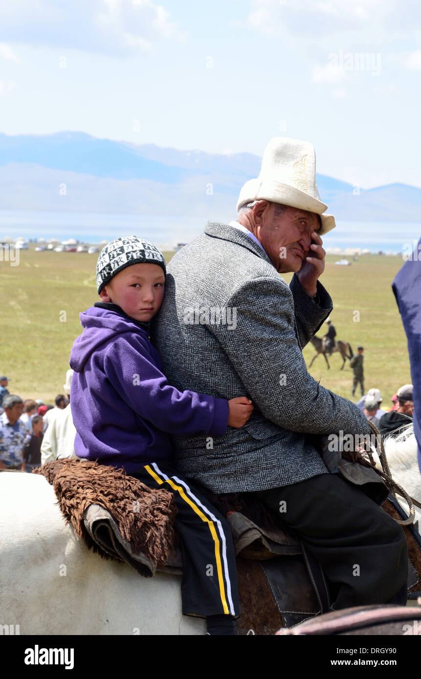 Jinete de Kirguistán en Song-Kol lago en el centro de Kirguistán Imagen De Stock