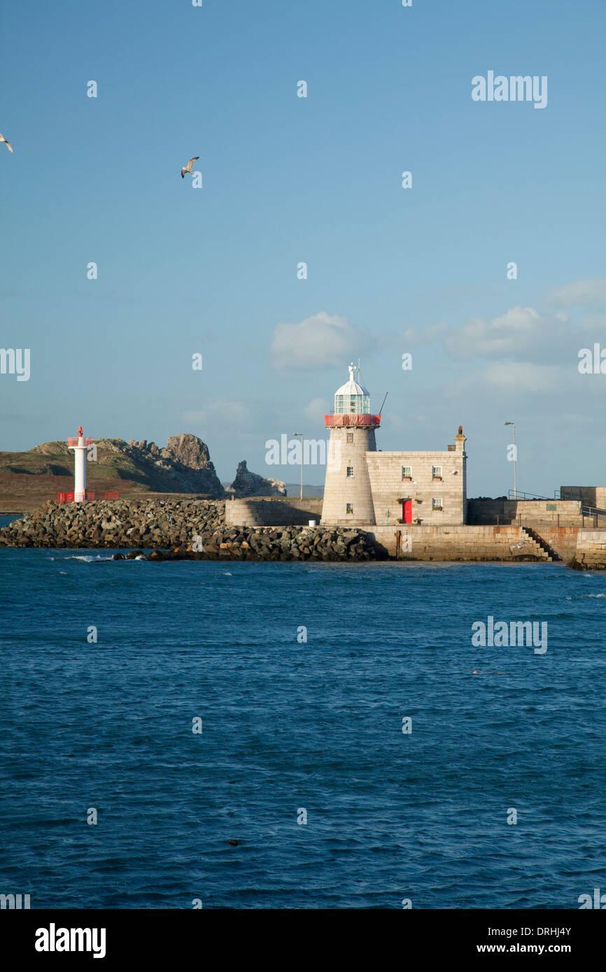 Howth Harbor Lighthouse data de 1817, la Península de Howth, Condado de Dublín, Irlanda. Foto de stock