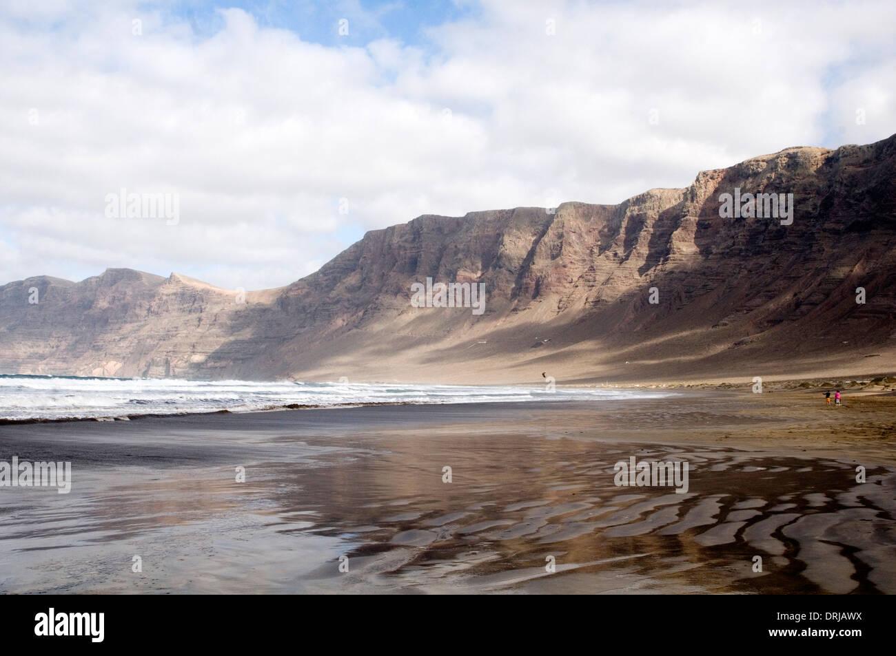 Playa Famara Lanzarote Playa playas acantilado acantilados amplio espacio abierto espacios Imagen De Stock