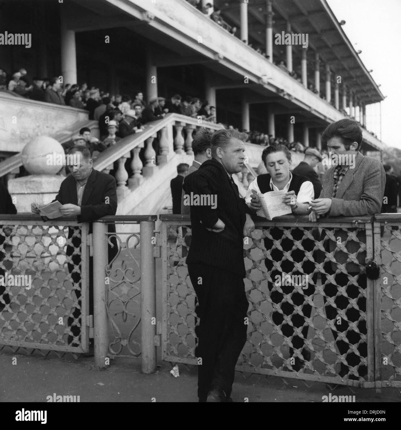 Personas en un hipódromo de Moscú, Rusia Imagen De Stock