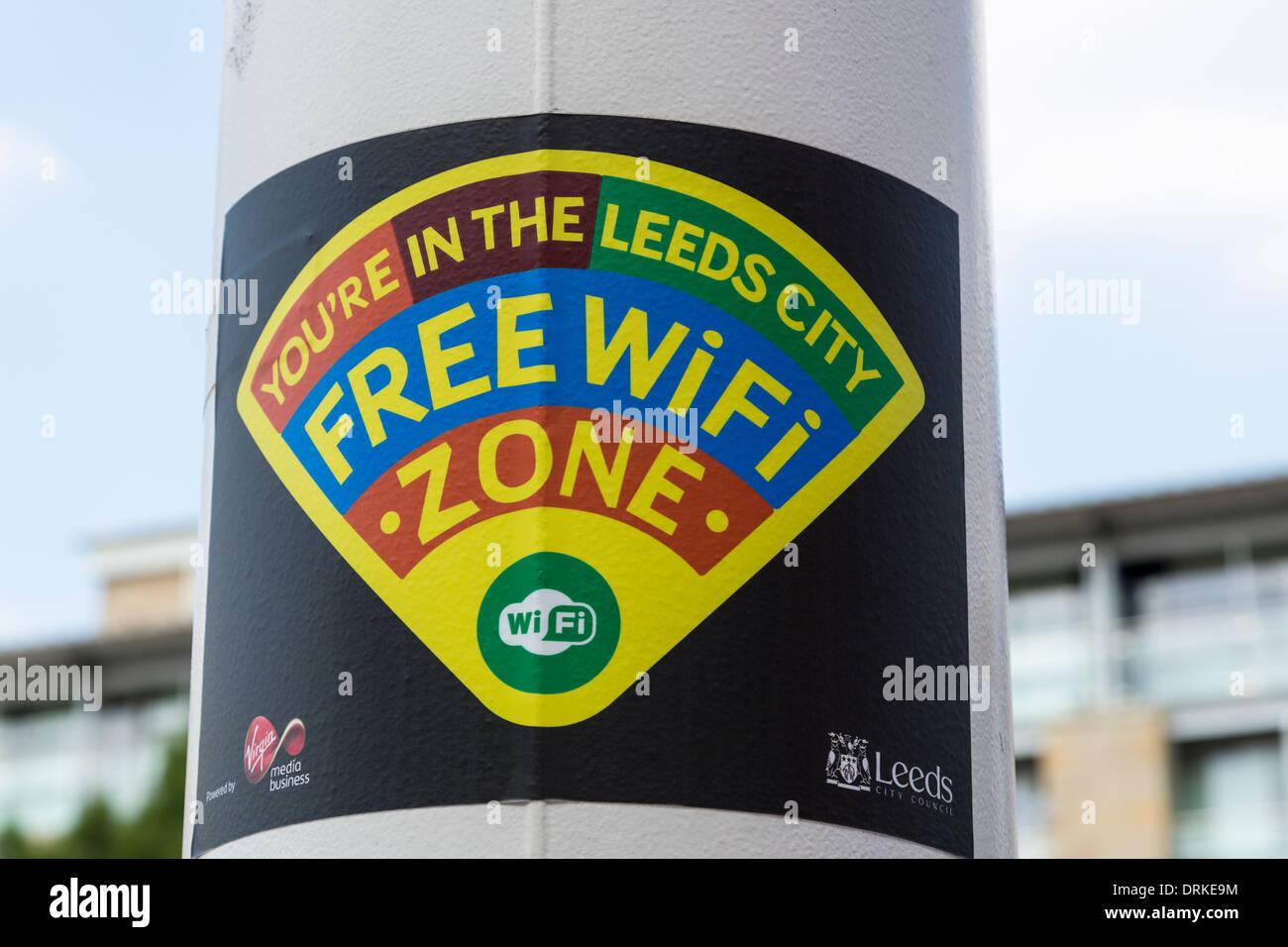 Señal wifi gratuita frente de Civic Hall, Leeds, Inglaterra Imagen De Stock