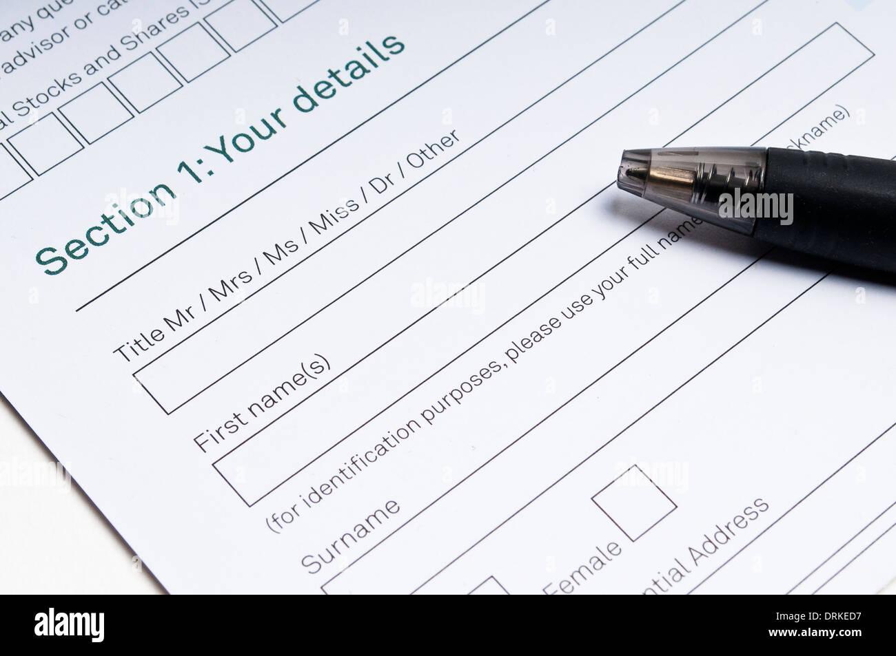 Formulario de solicitud para llenar con sus datos y la pluma Imagen De Stock