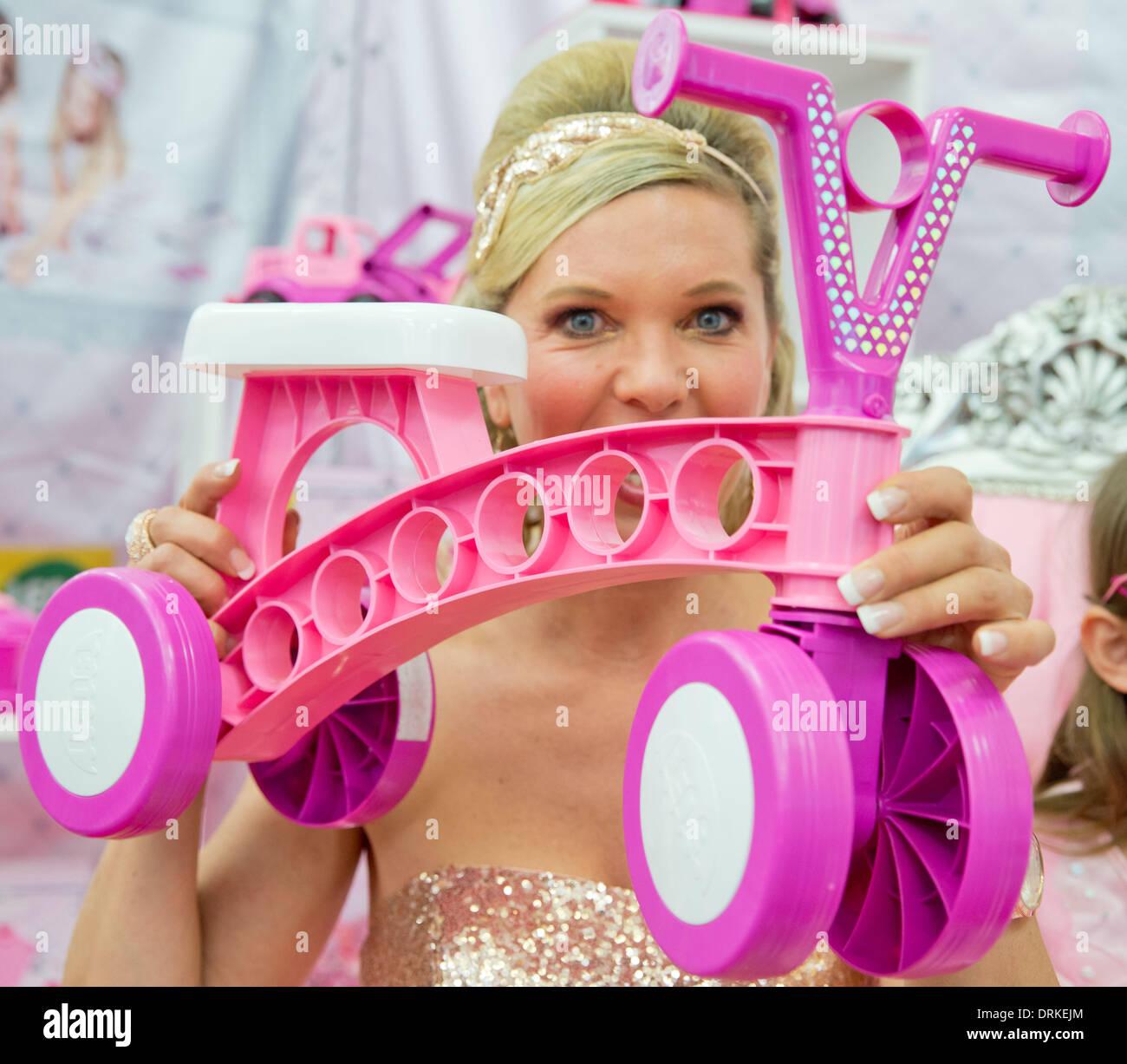 Nuremberg, Alemania. 28 ene, 2014. Maja Synke Princesa de Hohenzollern presenta su nueva colección de juguetes con Foto de stock