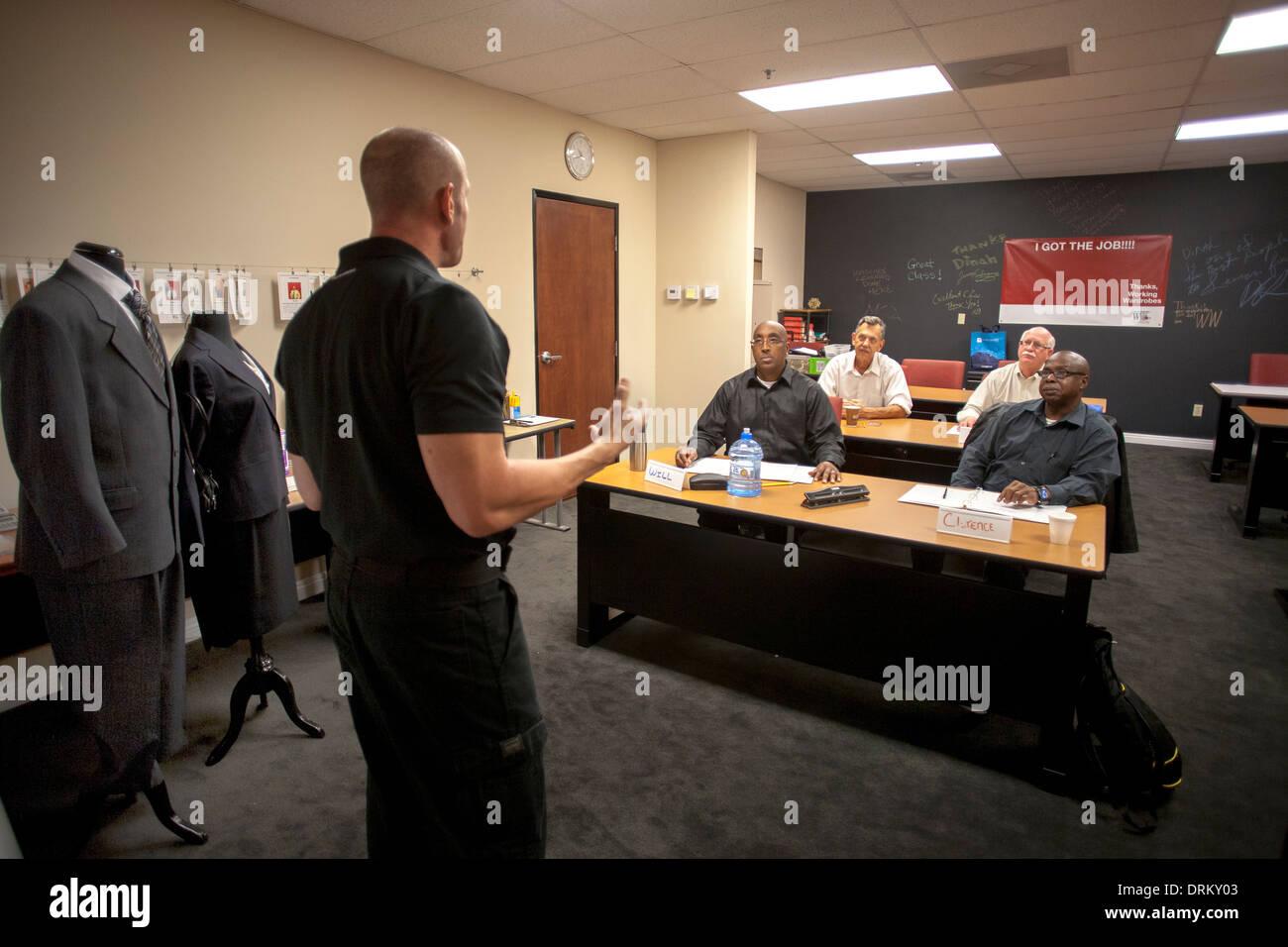 Una Oradora Motivacional Conferencias En Un Taller De La