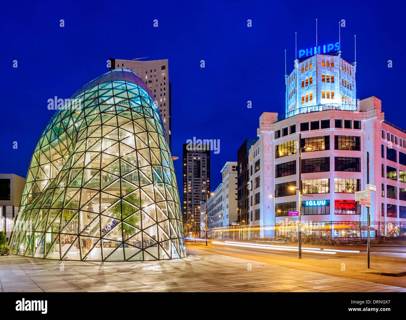 Eindhoven, Holanda, Europa - el Blob edificio de arquitectura moderna en el centro de la ciudad utiliza como la entrada al centro comercial Admirant Imagen De Stock