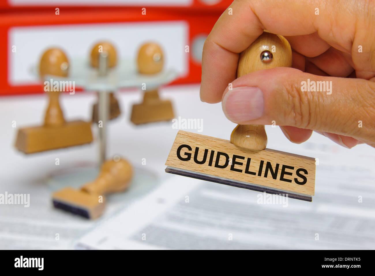 Las directrices marcadas por el sello de goma en la mano Imagen De Stock