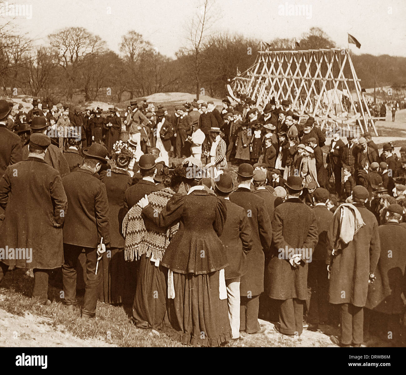 Bank Holiday entertainment en Hampstead Heath de Londres 1900 Imagen De Stock