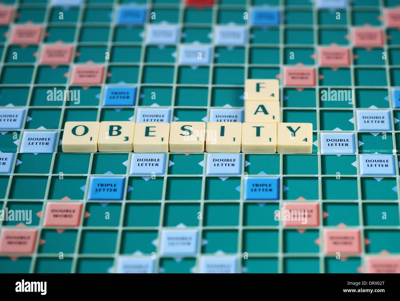 Juego de tablero scrabble azulejos obesidad Imagen De Stock