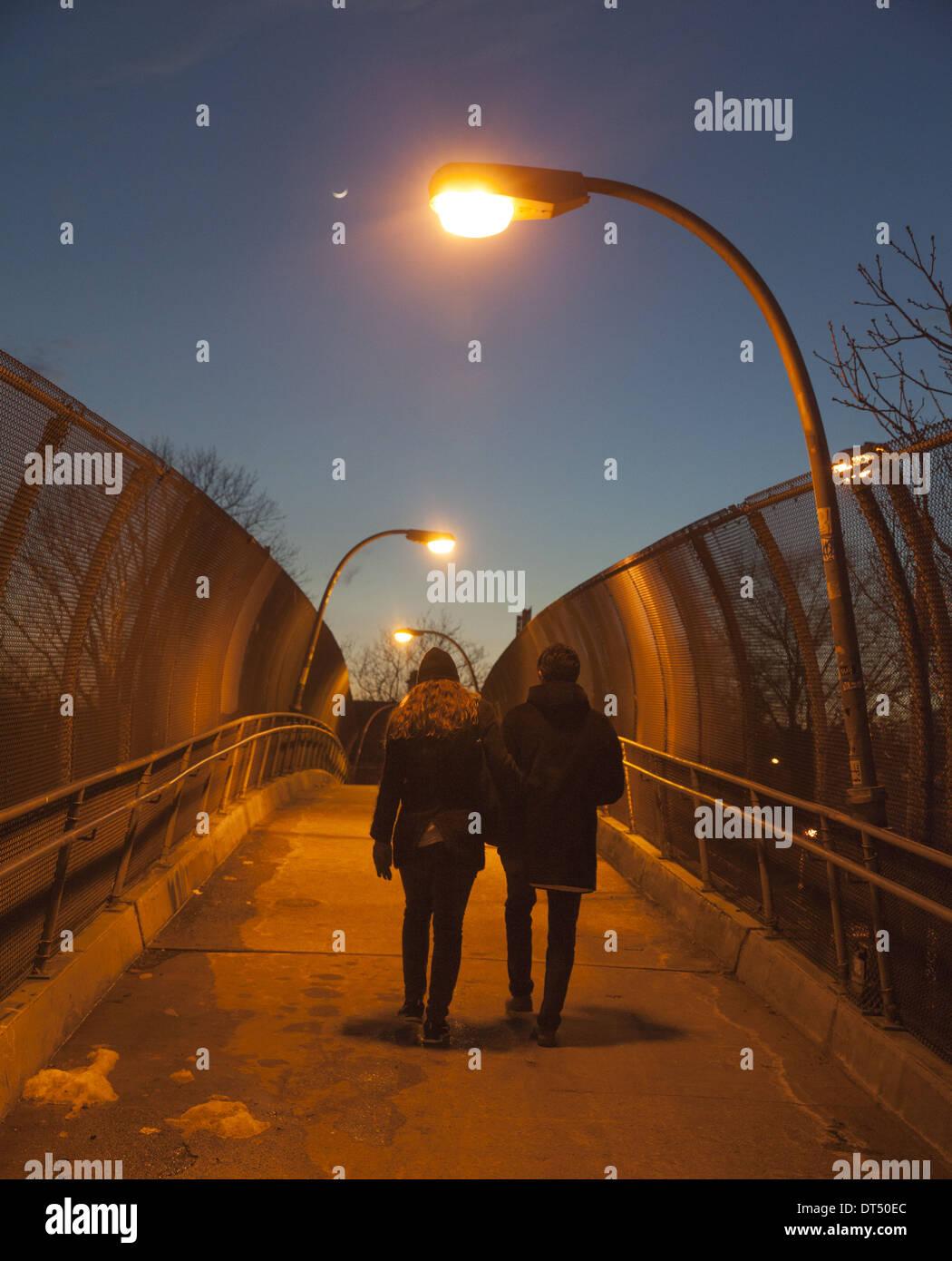 Por La Noche Un Puente Peatonal Terraza Windssor Barrio