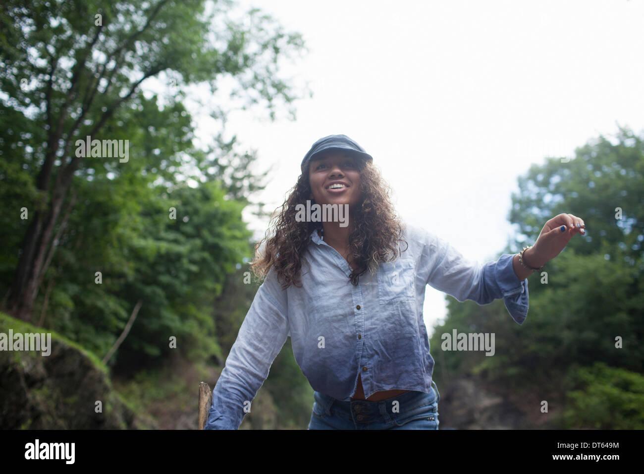 Adolescente caminar al aire libre Imagen De Stock