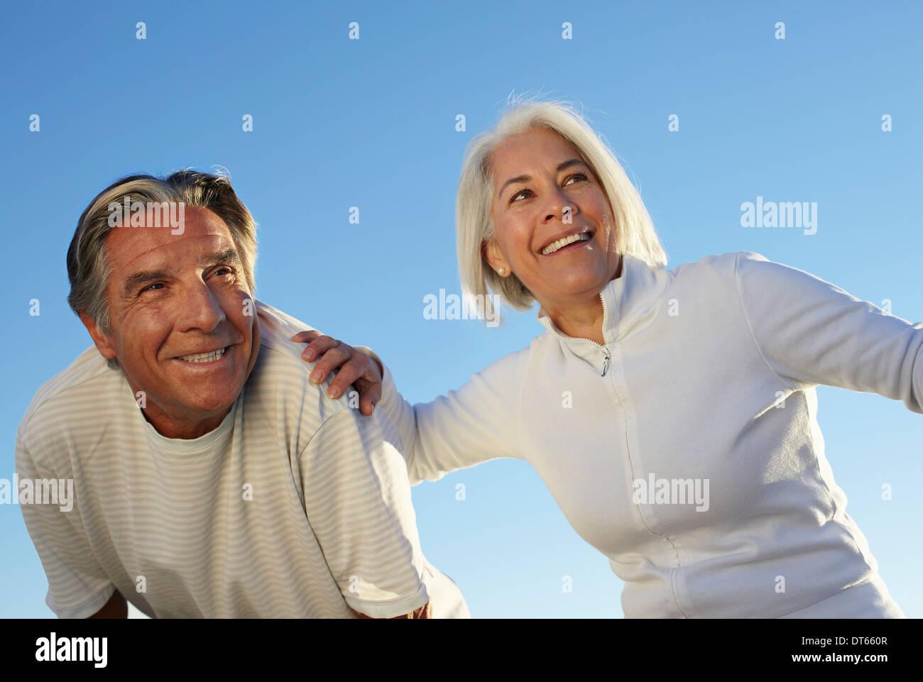 Retrato de pareja feliz al aire libre Imagen De Stock