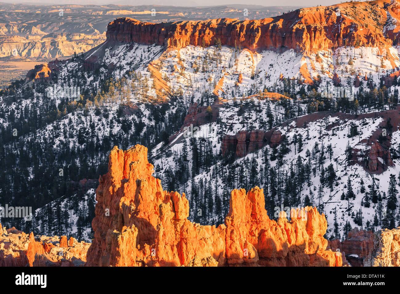 Puesta de sol de invierno en el Parque Nacional de Bryce Canyon, Utah, EE.UU. Foto de stock