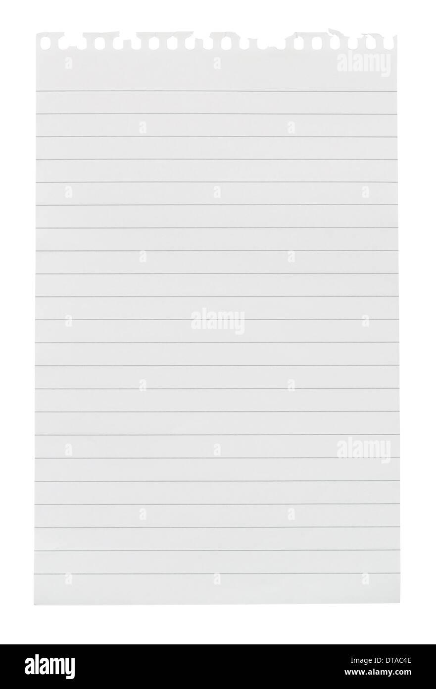 Nota de papel revestido de hoja arrancada de un bloc de notas aisladas contra un fondo blanco. Imagen De Stock