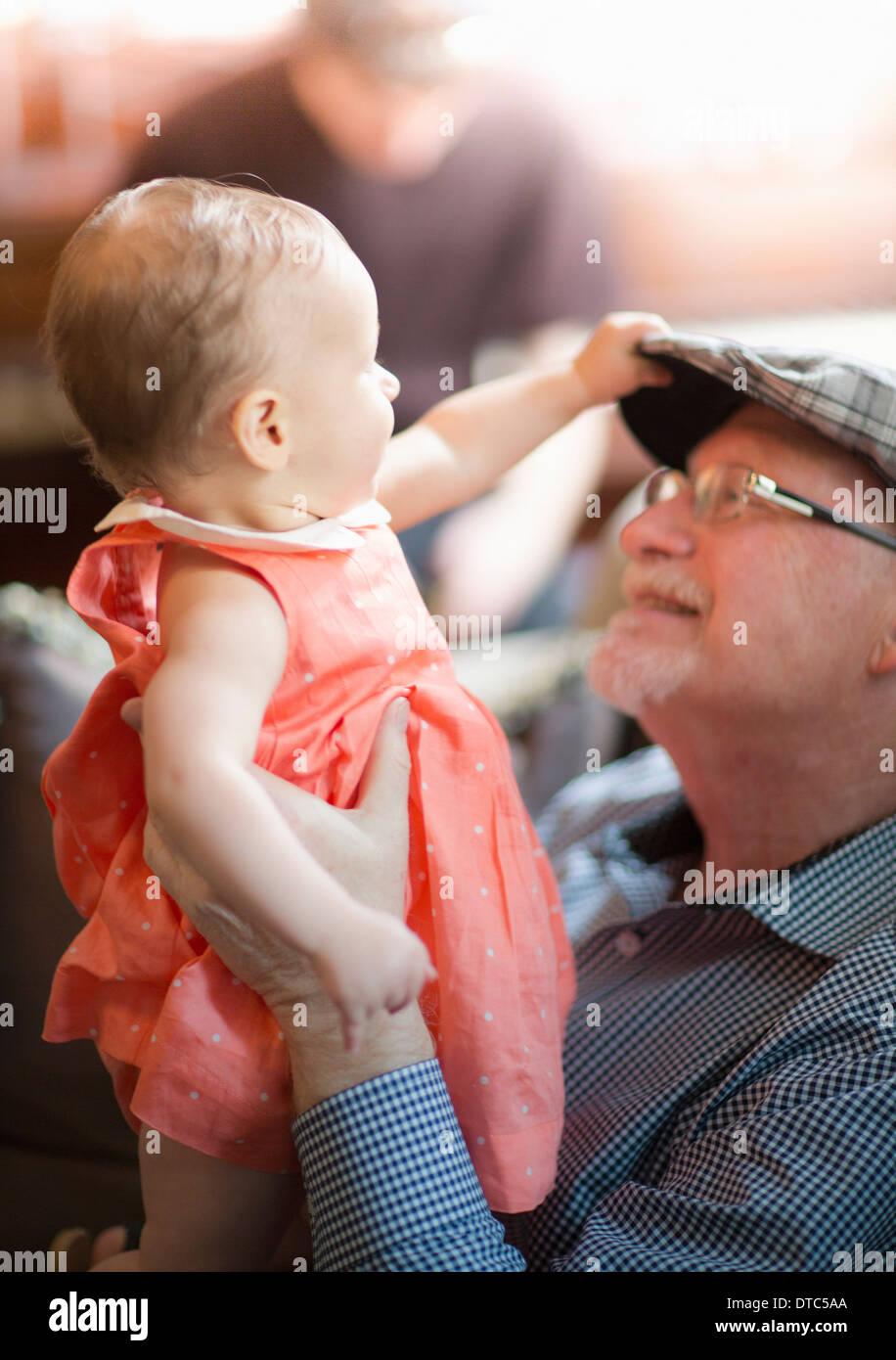 Celebración del abuelo nieta Imagen De Stock