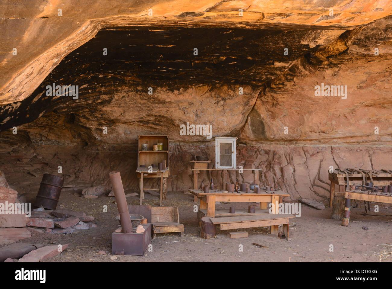 Los restos de un antiguo campamento de vaqueros, cerca de Cave Springs, Las Agujas sección del Parque Nacional Canyonlands, en Utah, EE.UU. Imagen De Stock