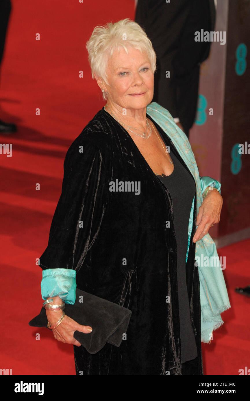 Londres, Reino Unido, 16/02/2014 : Alfombra Roja en los EE British Academy Film Awards. Las personas Foto: Dame Judi Dench. Foto por Julie Edwards Foto de stock
