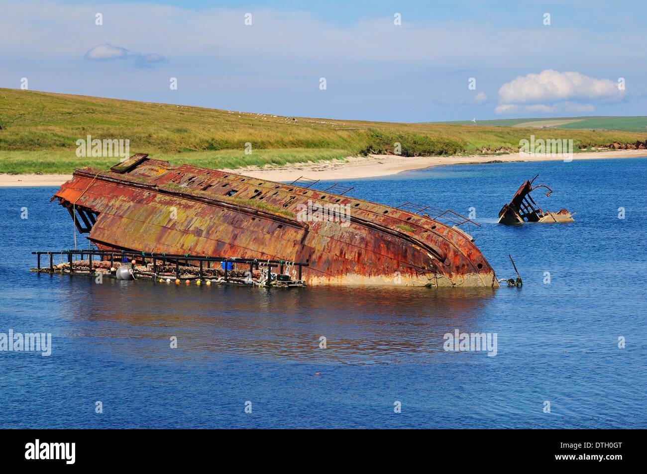 La II Guerra Mundial barco hundido intencionalmente para proteger el puerto natural de Scapa Flow, South Ronaldsay, Foto de stock