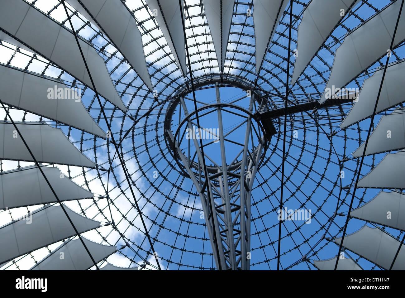 Detalle arquitectónico del Sony Center, en Potsdamer Platz en Berlín (Alemania) Imagen De Stock
