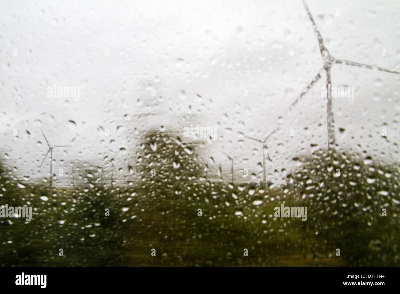 Tiempo de lluvia la energía renovable del viento nublado Imagen De Stock