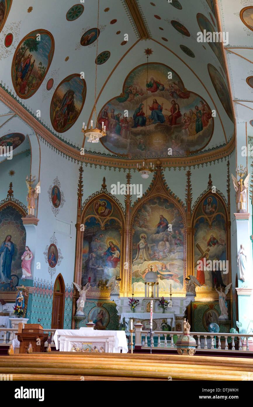 Interior de la Misión de San Ignacio, situada en San Ignacio, Montana, EE.UU. Imagen De Stock