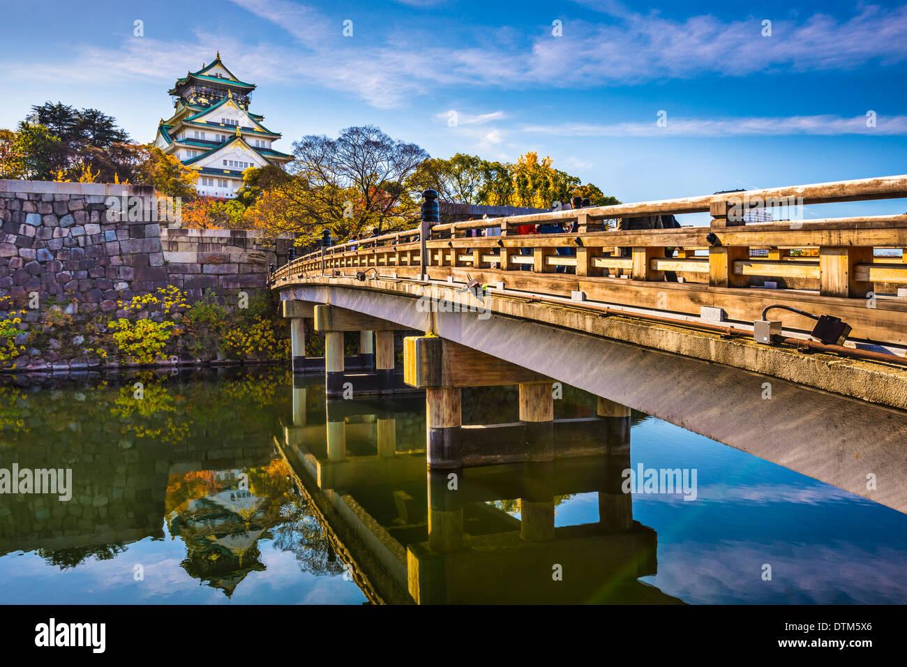 El Castillo de Osaka en Japón. Imagen De Stock
