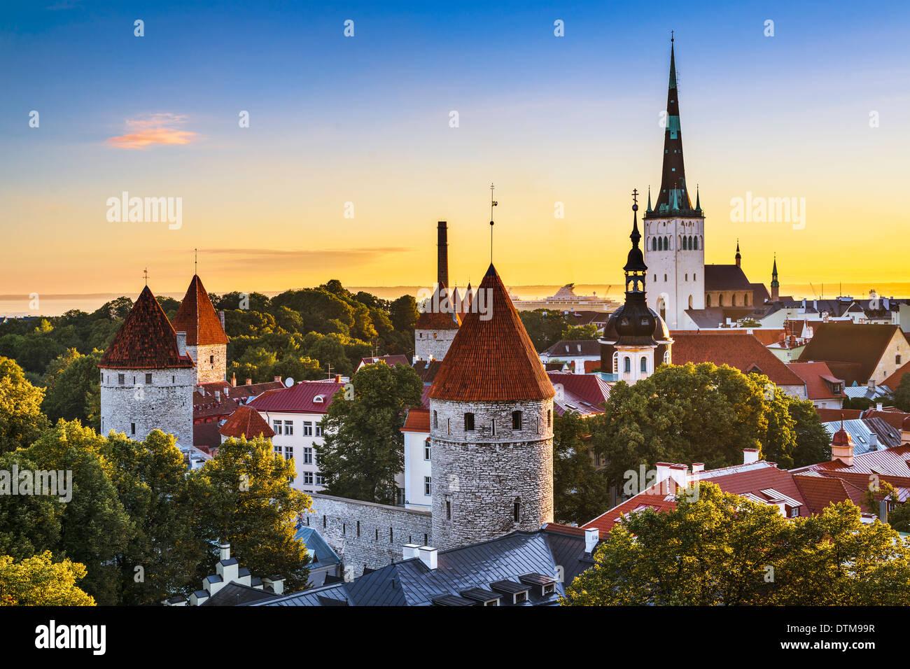 Ciudad vieja de Tallin, Estonia, ver. Foto de stock