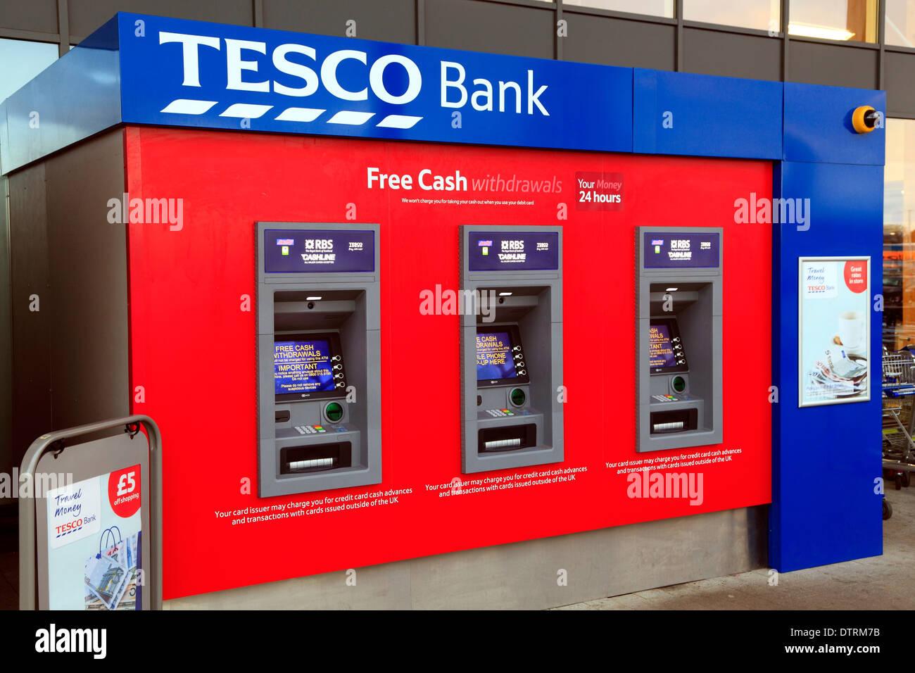 Tesco Bank cajeros ATM punto efectivo maquina cajeros ATMs Kings Lynn Norfolk Inglaterra Imagen De Stock