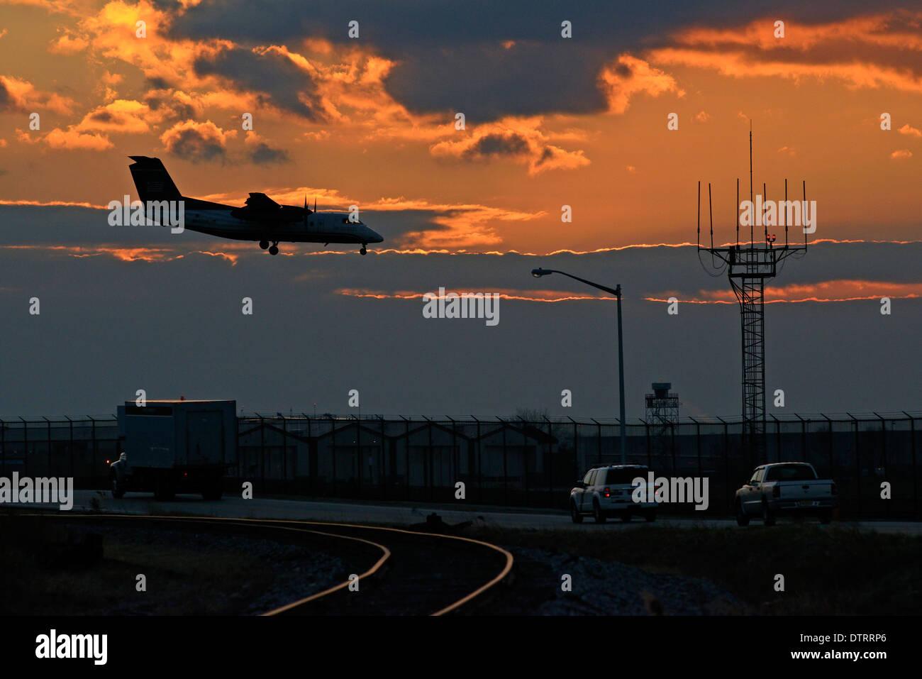 Los viajes aéreos en el Aeropuerto Internacional de Filadelfia en Filadelfia, Pensilvania. Imagen De Stock