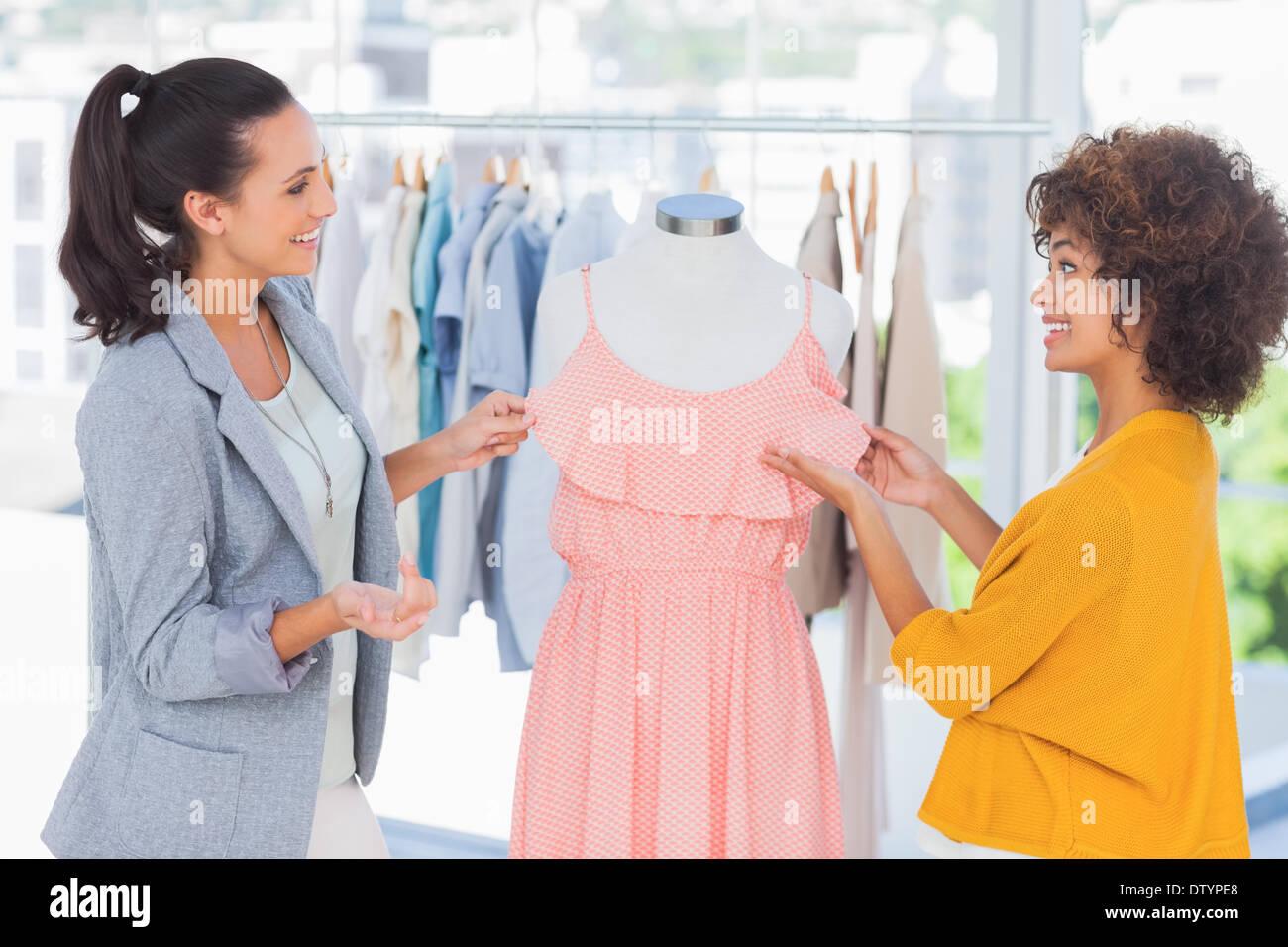 Dress Maker Imágenes De Stock & Dress Maker Fotos De Stock - Alamy