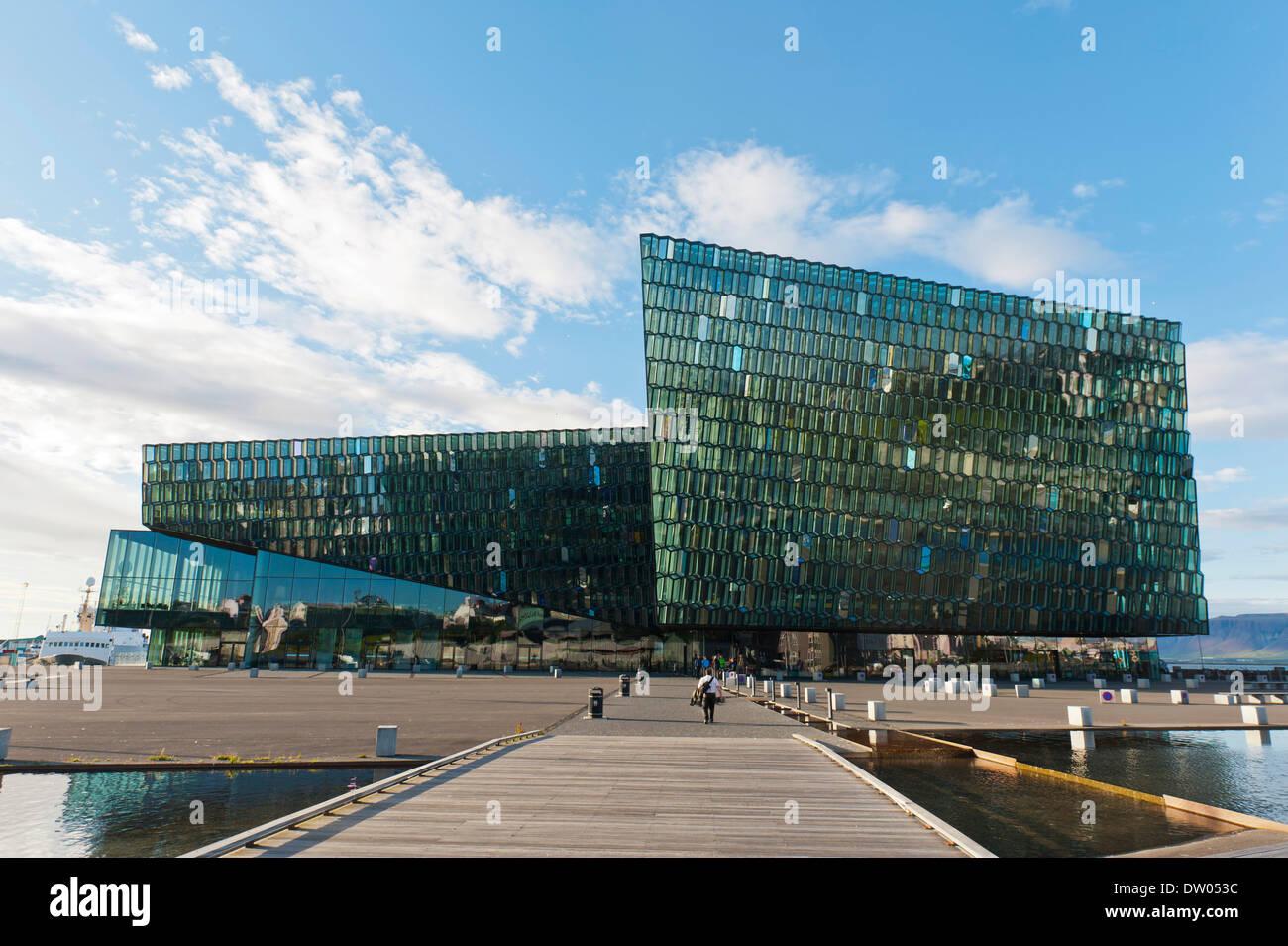 Harpa Concert Hall, la arquitectura moderna de vidrio, Reikiavik, Islandia Imagen De Stock