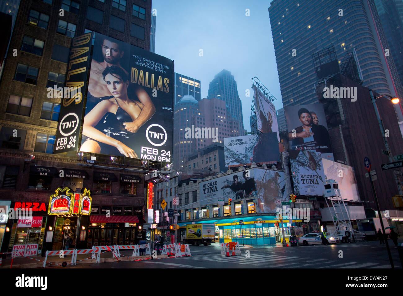 Manhattan, ciudad de Nueva York en América del Norte, en la foto de niebla en Times Square, Broadway Theater District Foto de stock